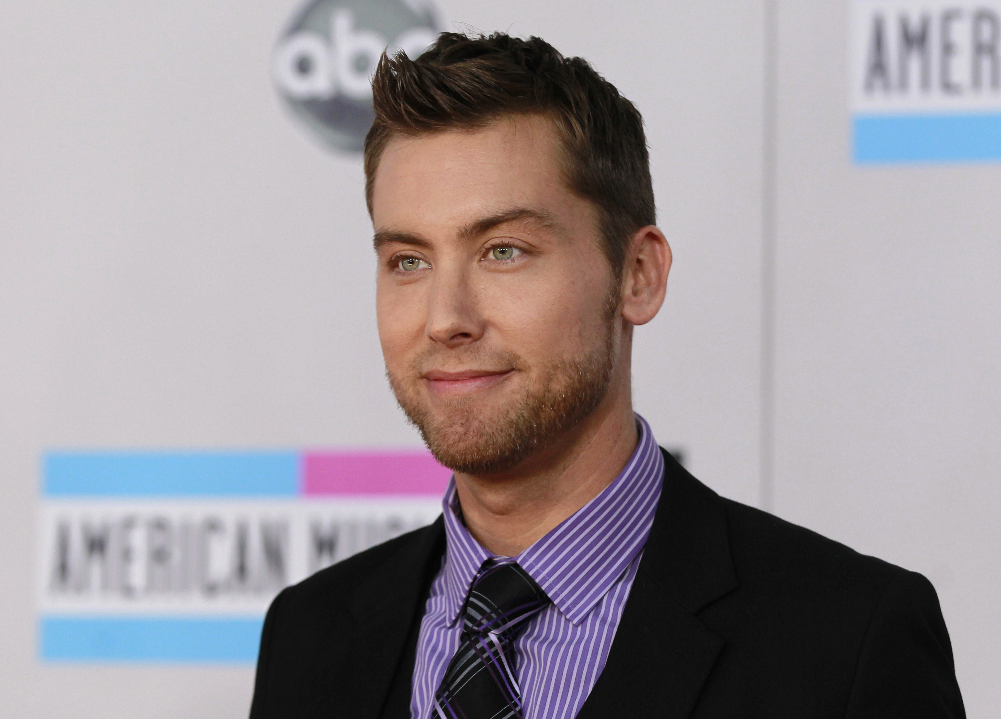 Singer Lance Bass arrives at the 2011 American Music Awards in Los Angeles November 20, 2011.   REUTERS/Danny Moloshok (UNITED STATES - Tags: ENTERTAINMENT) (AMA-ARRIVALS) - RTR2U9EO