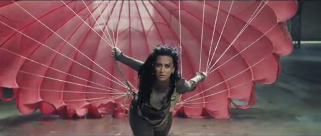 rs_1024x436-160804180051-1024.katy-perry-rise-music-video.bn.080416.9
